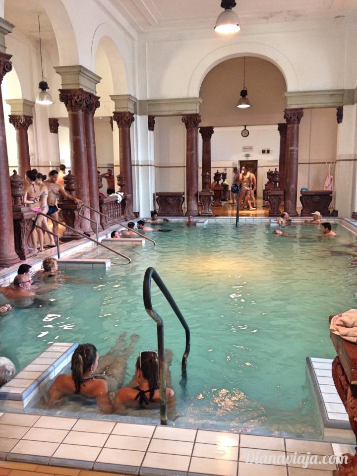 diana-viaja-piscina-budapeste.jpg