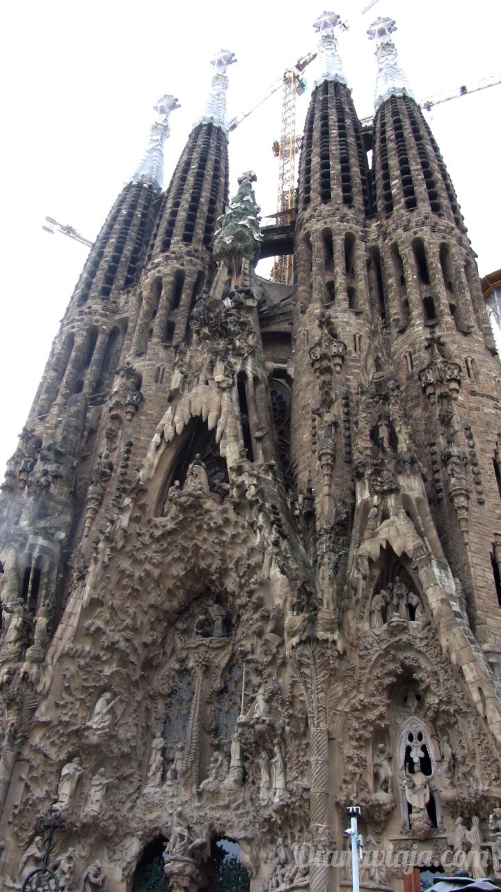 diana-viaja-sagrada-familia-barcelona-gaudi